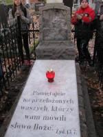 Porządki na cmentarzu październik 2013